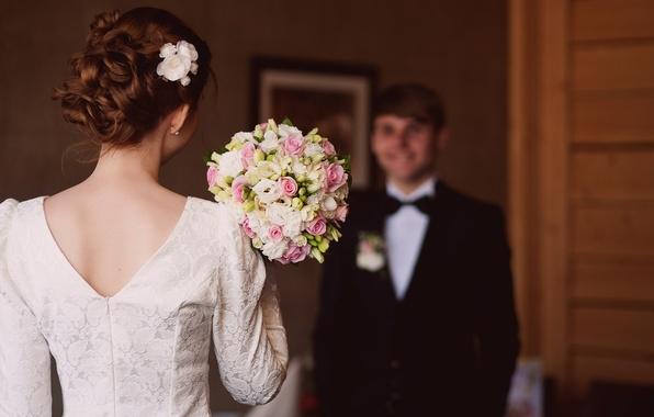 Картинка спина, букет, платье, прическа, невеста, вырез, свадьба, жених