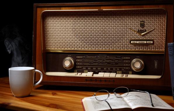 Картинка wood, cup, book, glasses, table, Old radio