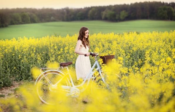 Картинка поле, девушка, радость, цветы, желтый, природа, велосипед, улыбка, фон, обои, настроения, спорт, платье, широкоформатные, полноэкранные, …