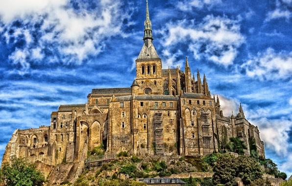 Картинка небо, облака, деревья, замок, Франция, башня, Нормандия, Мон-Сен-Мишель