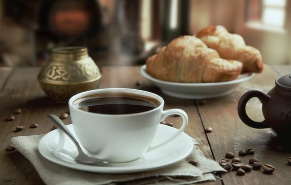 Картинка стол, кофе, чашка, напиток, блюдце, зёрна, салфетка, круассаны