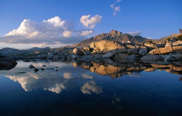 Картинка небо, облака, закат, горы, озеро, отражение, камни, скалы
