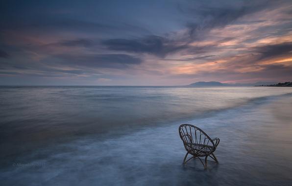 Картинка море, небо, облака, закат, берег, побережье, вечер, стул, штиль, Испания