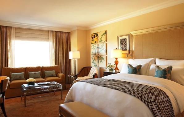 Картинка свет, дизайн, стиль, комната, диван, кровать, интерьер, подушки, окно, постель, шторы, спальня