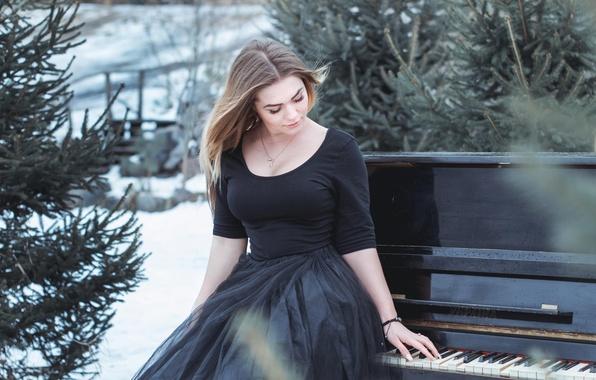 Картинки по запросу девушки зимой в платьях