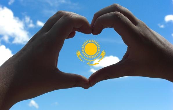 Картинка небо, солнце, орел, сердце, руки, флаг, Казахстан, сам сделал (=