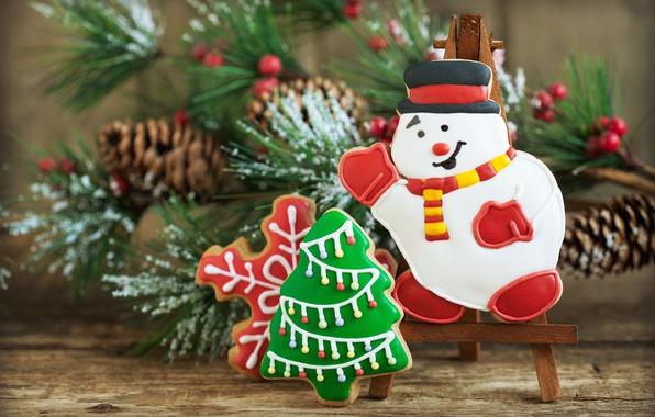 Картинка праздник, новый год, рождество, ветка, печенье, снеговик, ёлочка, шишки, сосна, выпечка