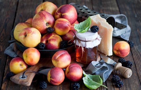 Картинка листья, ягоды, сыр, мед, посуда, доска, фрукты, персики, ежевика, нектарин, баночка, Anna Verdina