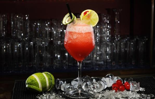 Картинка лед, вишня, ягоды, лимон, бокал, коктейль, лайм, цитрус, напиток, дайкири