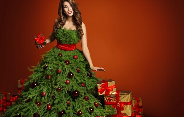 Картинка девушка, Новый Год, Шарики, Платье, Елка, Шатенка, Бантик, Подарки