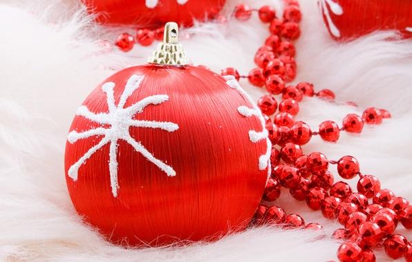 Картинка красный, праздник, новый год, шар, рождество, шарик, бусы, christmas, new year, снежинка, елочные игрушки