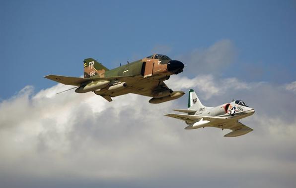 Картинка небо, полет, истребитель, штурмовик, F-4, многоцелевой, Phantom II, палубный, McDonnell Douglas, A-4 Skyhawk