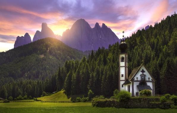 Картинка лес, закат, горы, луг, Италия, церковь, Italy, Доломитовые Альпы, Южный Тироль, South Tyrol, Dolomites, Фунес, …