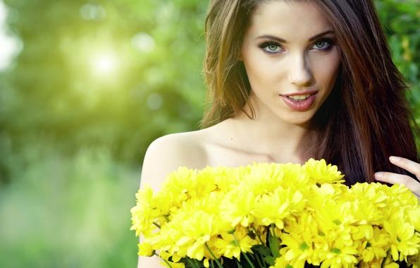 Картинка взгляд, девушка, цветы, лицо, волосы, букет, шатенка, красивая, женственность