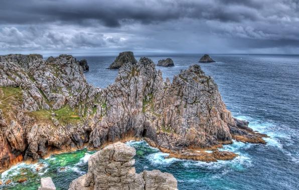 Бухта скалы вода камни волны небо