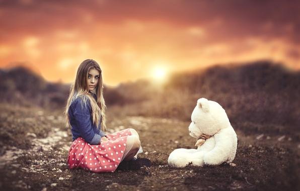 Картинка девушка, закат, настроение, игрушка, медведь, боке, плюшевый мишка