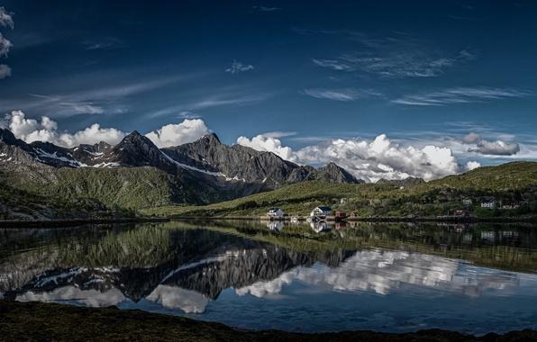 Картинка облака, горы, отражение, деревня, Норвегия, Norway, фьорд, Лофотенские острова, Lofoten, остров Эуствогёй, Kalle, Калле