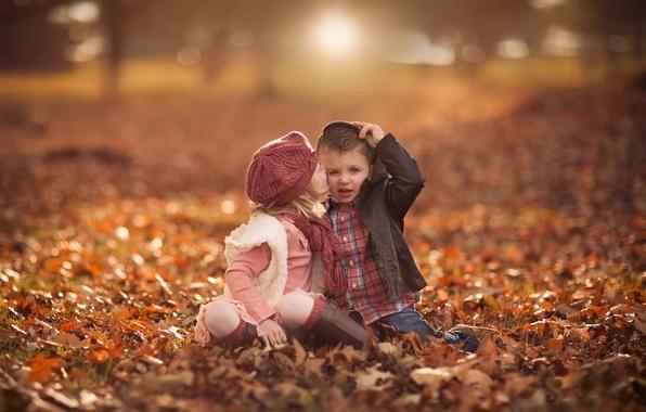 Картинка осень, листья, мальчик, девочка, боке