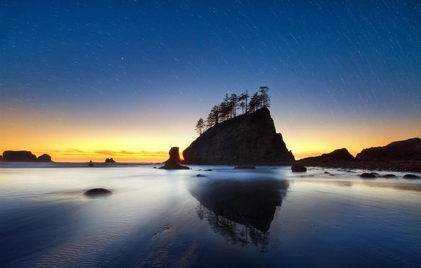 Картинка песок, море, пляж, небо, вода, звезды, деревья, закат, ночь, скала, океан, скалы, берег, вечер, круговорот