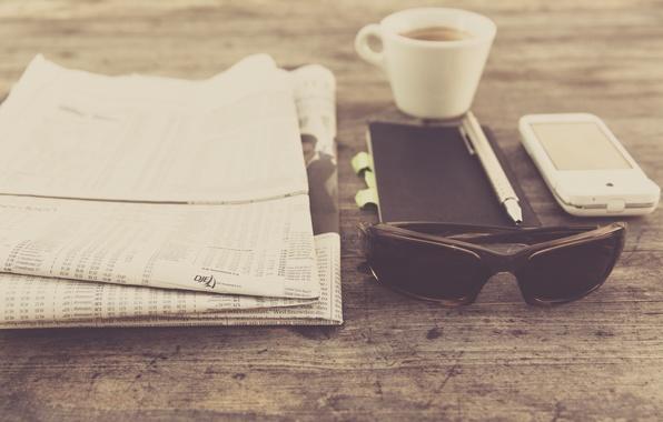 Картинка кофе, очки, ручка, чашка, газета, блокнот, пресса, photo, photographer, смартфон, markus spiske
