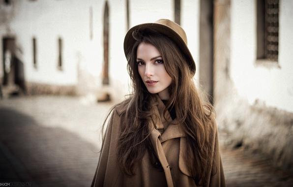 Картинка взгляд, девушка, свет, стиль, ретро, эмоции, настроение, модель, портрет, шляпа, шатенка, красивая, коричневое, мода, пальто, …