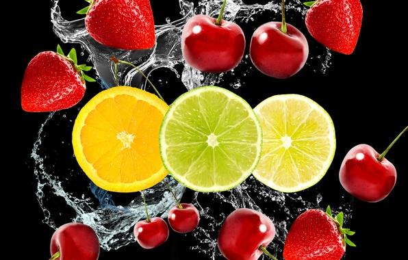 Картинка вода, вишня, ягоды, клубника, фрукты, цитрусы, чёрный фон, черешня, дольки
