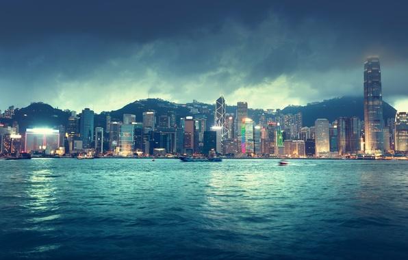 Картинка море, небо, облака, пейзаж, ночь, city, город, lights, огни, река, здания, корабли, Гонконг, горизонт, Китай, …
