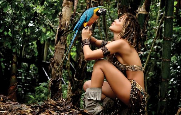 Картинка лес, девушка, природа, птица, Ара, интересное, невероятно