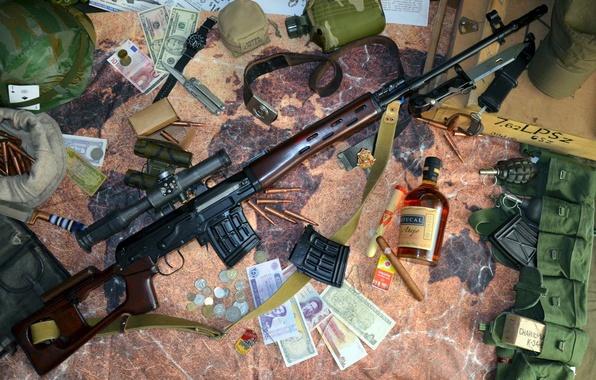 Фото обои СВД, патроны, каска, штык нож, граната, 62-мм, Снайперская винтовка Драгунова, бинокль, сигара, прицел