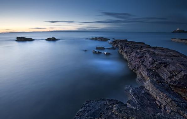 Картинка море, небо, облака, закат, гладь, синева, Англия, вечер, Великобритания, штиль, каменистый берег