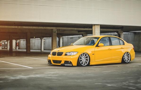 Картинка бмв, BMW, парковка, жёлтая, yellow, подвеска, 3 series, E90