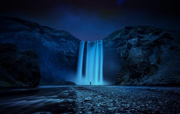 Картинка ночь, природа, река, скалы, человек, остров, водопад, поток, Исландия, Iceland, Skogafoss, Скогафосс