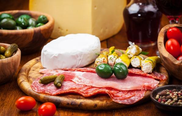 Картинка вино, сыр, мясо, перец, помидоры, оливки, колбаса, огурцы, балык, ветчина, огурчики