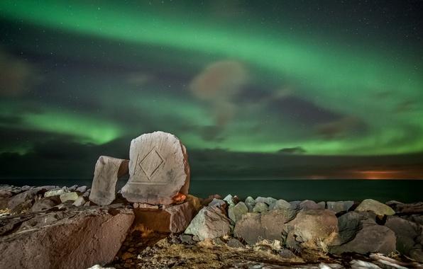 Фото обои море, ночь, горы, Северное сияние, звезды, камни