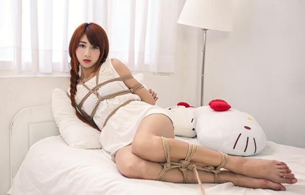 Картинка девушка, поза, верёвки