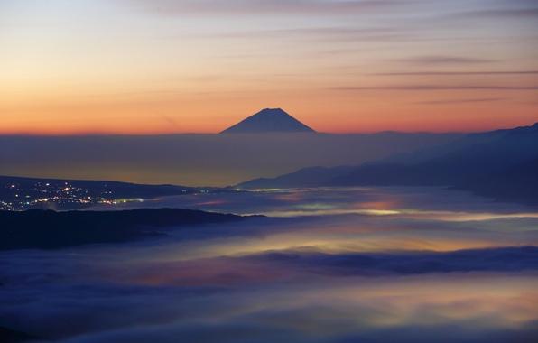 Картинка облака, пейзаж, горы, природа, город, рассвет, Япония, Фудзи, зарево, дымка