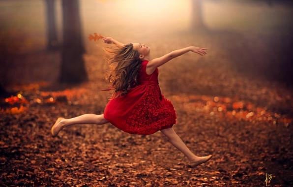 Картинка осень, листья, прыжок, эльф, ребенок, танец, фея, девочка, girl, полёт, красное платье, road, dress, jump, …