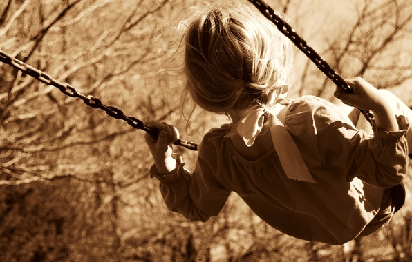 Картинка деревья, природа, дети, детство, фон, качели, widescreen, обои, настроения, ребенок, сепия, прическа, цепь, девочка, лента, …