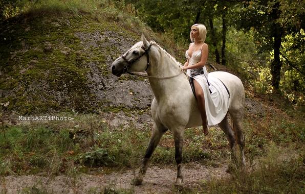 Фото в платьях на лошадях 67