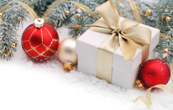 Картинка шарики, снег, ветки, коробка, подарок, шары, игрушки, Новый Год, Рождество, лента, красные, белая, бант, Christmas, …