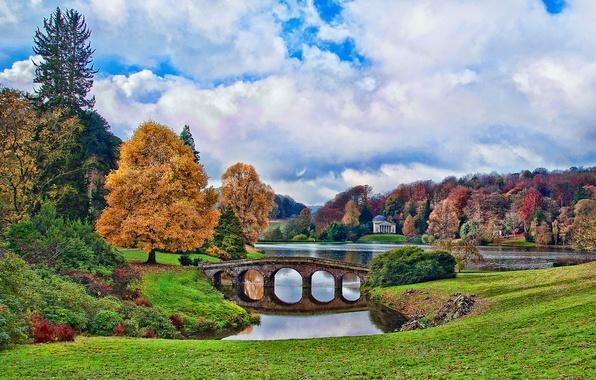 Картинка осень, небо, облака, деревья, мост, пруд, парк, Англия, беседка, Stourhead, England