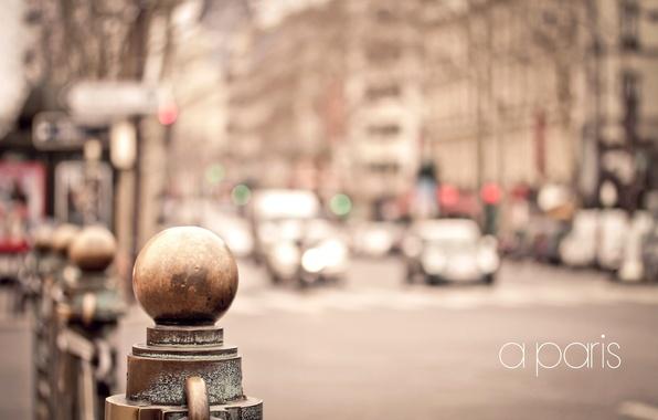 Картинка дорога, машины, металл, город, улица, Франция, Париж, дома, ограда, размытость, Paris, France