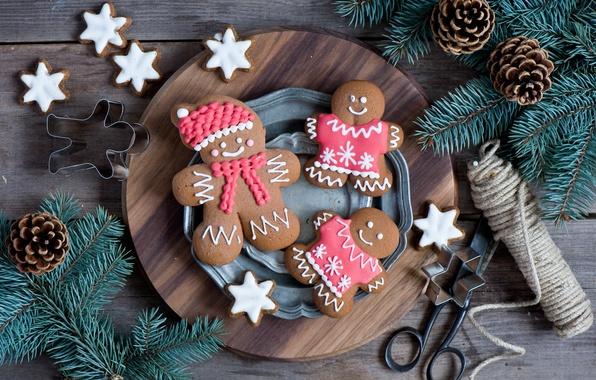 Картинка зима, ветки, еда, ель, человечки, печенье, тарелка, сладости, ёлка, Christmas, шишки, фигурки, десерт, выпечка, праздники, …