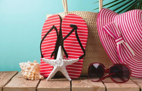 Картинка пляж, лето, отдых, шляпа, очки, summer, beach, каникулы, sun, sand, сланцы, vacation, starfish, accessories