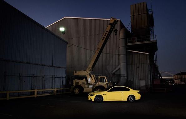 Картинка жёлтый, здания, bmw, бмв, купе, кран, стрела, e92, Dakar Yellow