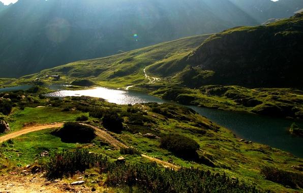 Картинка дорога, солнце, свет, река, гора, склон