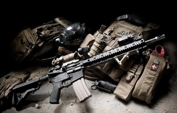 Картинка граната, противогаз, BCM, штурмовая винтовка, боекомплект