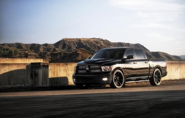 Картинка отражение, чёрный, тюнинг, тень, джип, Dodge, диски, додж, пикап, tuning, передок, 1500, Ram, рэм, горы.небо