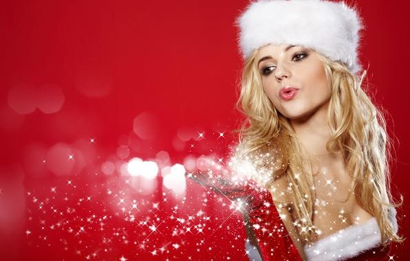 Картинка девушка, снежинки, шапка, рука, Новый Год, блондинка, снегурочка, перчатка, красный фон, кареглазая