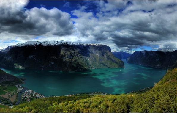 Картинка лес, облака, снег, тучи, природа, озеро, Норвегия, Norway, городок., скалы горы, muntains